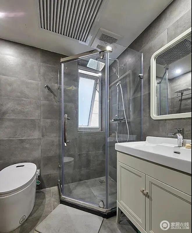 卫生间以哑光灰色的地面墙面砖设计,在钻石型的淋浴房空间下,也是提供了一个简雅舒适而实用的卫浴空间。
