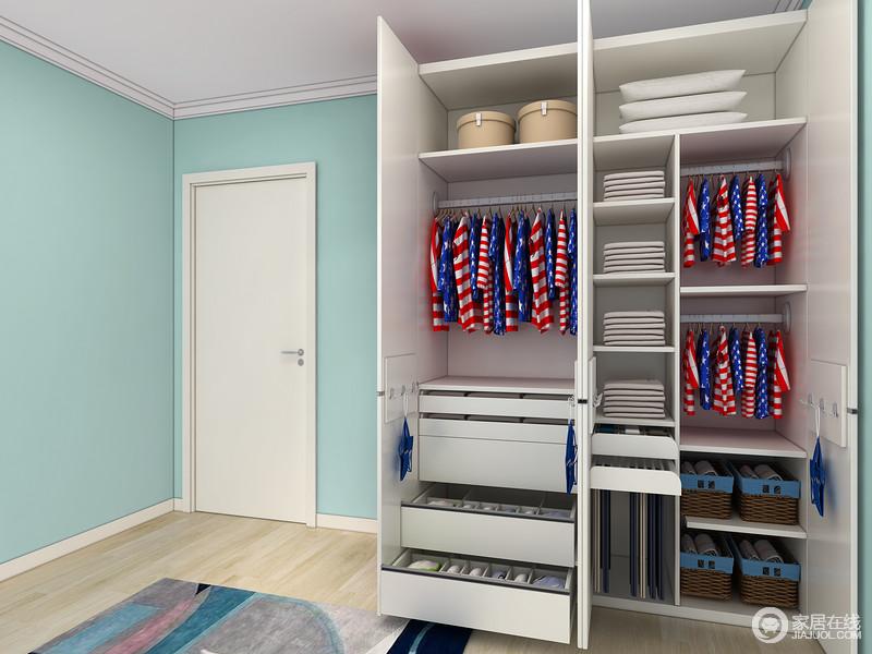 衣柜分区合理,挂叠有序的设计让孩子们能很好的去锻炼自己的收纳能力。