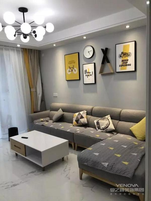 其实软装饰品和家具都是选择网红款式,也可以说是样板间标配。北欧的简洁清爽感让人有种如释重负的体验。