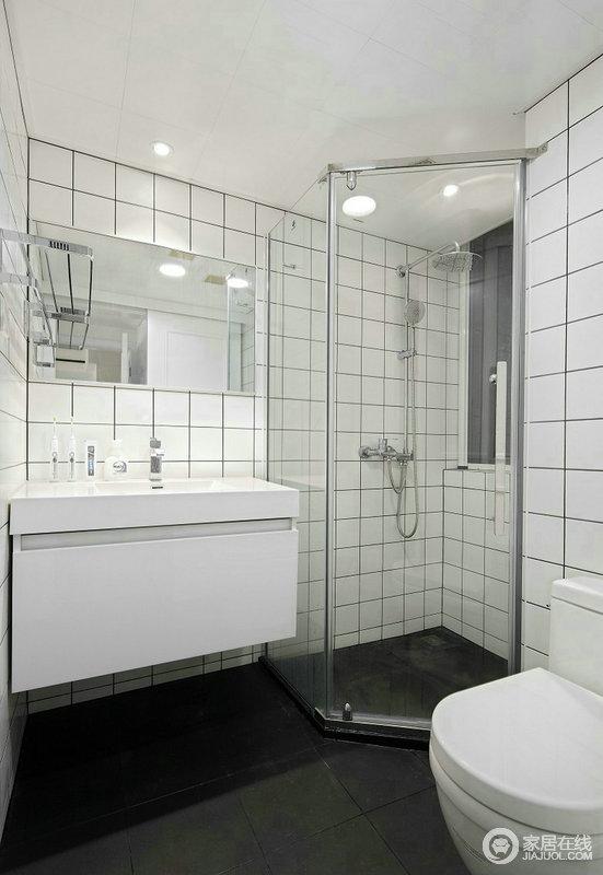 小而精致的卫生间,清爽整洁是主基调,白色小方砖既简单又不失温馨;白色的洁具干净而清新,与沐浴区以干湿有别的设计,让沐浴更简单、舒适。