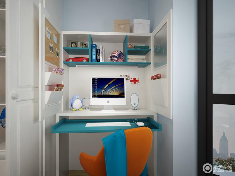 学习角藏于整个柜子中,并能将橱门关上,电脑、键盘等数码硬件都整齐的摆放在柜中,柜门一面是照片墙+收纳,另一面是黑板+收纳,功能与展示全都兼顾上。
