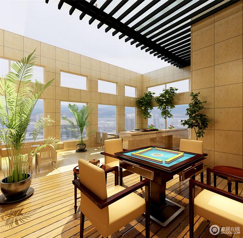 顶上开放式的露台,充分接受日光的暖照,墙面上连续的玻璃窗,营造出通透的光线。敞朗宽阔的空间里,既有饮食区又有娱乐休闲区,绿植点缀环绕,一派悠闲闲适的情调。