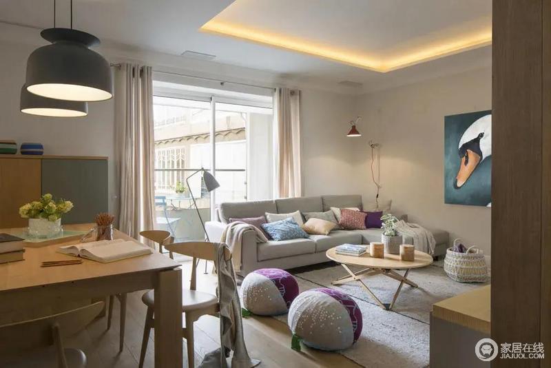 客厅空间的格调现代温馨,朴素的摆设细节与空间配色,营造出高级轻松的惬意感。