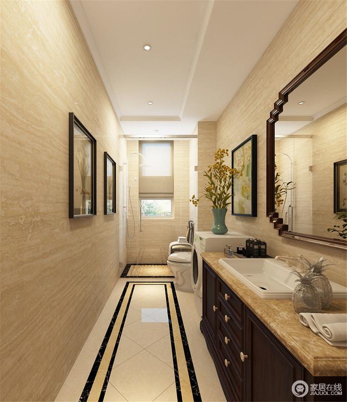 卫生间铺贴了米黄色砖石,从墙面的文脉到地砖,一气呵成,构成温暖感,而地面通过黑色砖线加以修饰,突出了几何之美;盥洗柜选用美式柚木搭配大理石,不仅彰显复古,也着实质感上乘,并与镜饰和挂画组合,成就了简洁、利落的生活氛围。