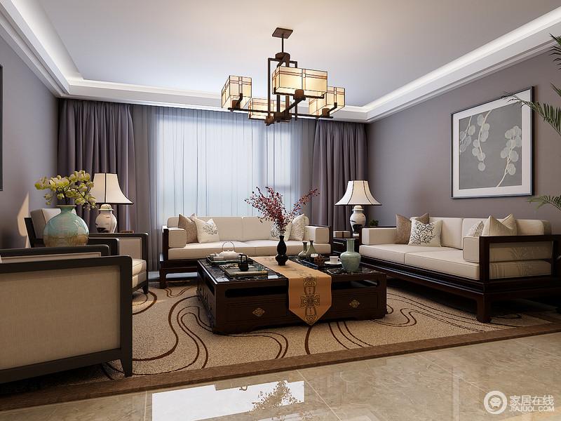 低调高雅的灰色与紫色搭配,使空间蕴着一层端庄的温婉;深棕色沙发配上米白布艺,古韵新生的碰撞,愈发令客厅的新中式清新素雅;驼色地毯与桌旗互动,灵动的图案,为空间注入活泼的趣意。