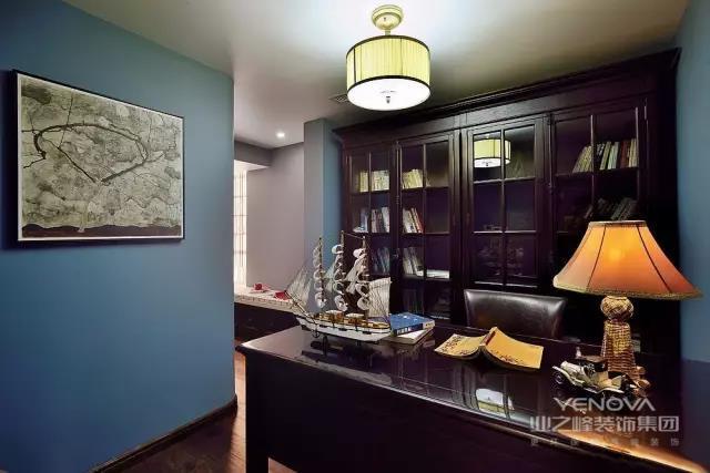 餐厅的吧台,阳台的小桌椅,卧室的齐窗软坐,似乎都映射出主人家惬意的生活状态。一只狗,一本书,一间房,一盏茶 ...... 主人显然是个会经营生活的人
