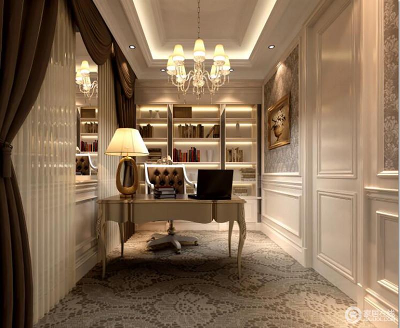 书房白色基调,让空间显得干净,但是矩形吊顶内隐藏的灯带和暖色光线渲染着淡暖;几何书柜搭配巴洛克书桌,让空间多了线条之间的变化,却足够安静和精致。