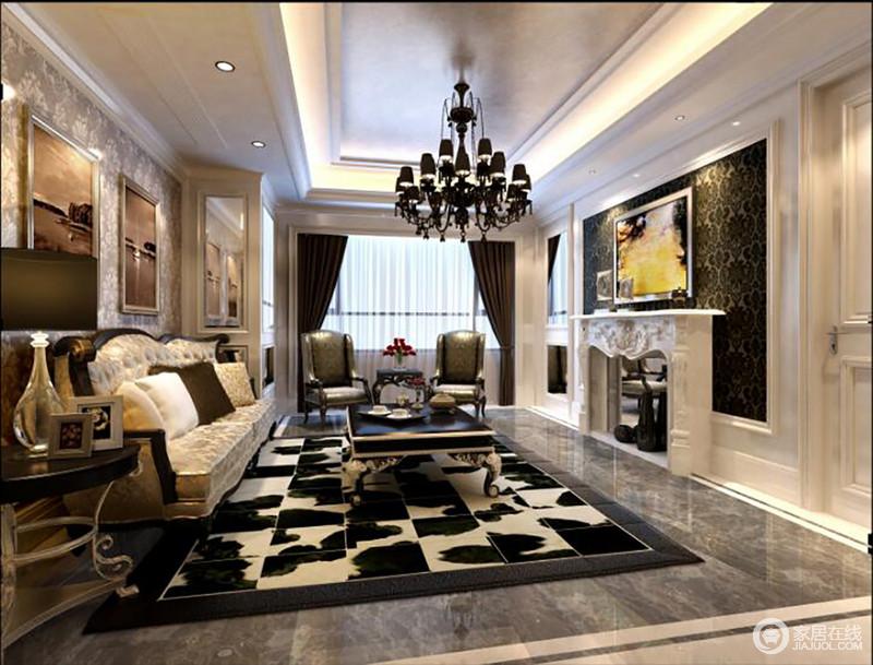 客厅简约明亮的空间以白色石膏墙和金箔吊顶来打造简欧的结构之美,十分别致;壁炉和欧式吊灯延续整体空间的黑白色调,却以欧式家具和配饰来强化奢华大气。