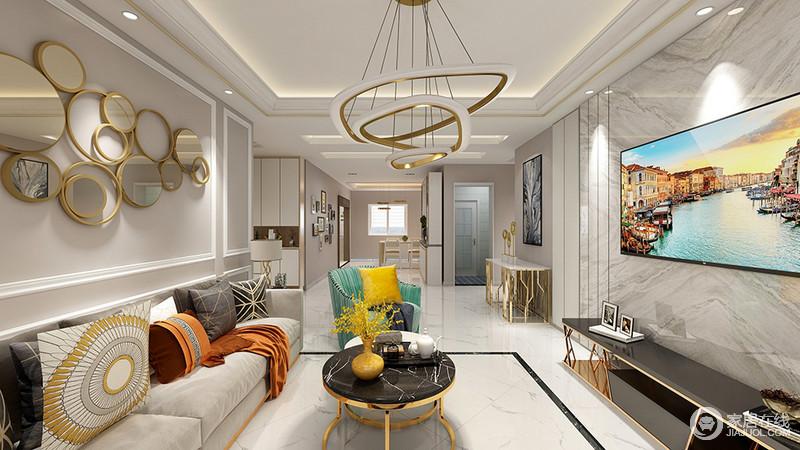 客厅从吊顶到立面突出了几何设计与线条组合的现代感,不规则地圈形吊灯突出了设计的创意,统一也与空间内的金属自多家具,搭配出了现代华丽。