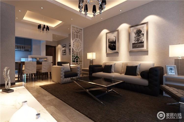 客厅的风格反应了主人的性格、眼光,这个空间虽然光线并不明朗,但是却足够舒适;现代感的设计,以白色沙发和黑色地毯、茶几作为组合,让空间温暖之余,多了很多宁静。