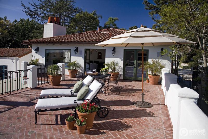 整个别墅设计的大气风范相得益彰,显得格外搭调。