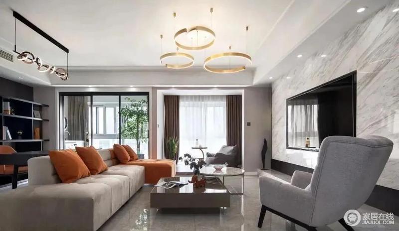 敞亮的空间、舒适的家具、精致的灯具,再加上窗外一抹淡淡的绿意做点缀,打造出一个时尚、现代的待客空间。