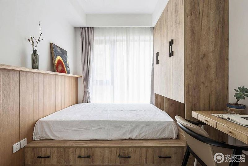 北欧风格设计貌似不经意的搭配之下,浑然天成,实木家具没有太多华丽的色彩,却让你在朴素中感受生活的质感。