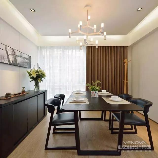这是一套二手房翻新的三房两厅两卫一厨,其简洁、大方、素雅。本案墙面砖大量的浅灰色砖,让人轻松,全部实木地板增加了温馨气氛。主人喜欢这种简约而不简单的风格,下面看看设计师是怎么做到的吧!
