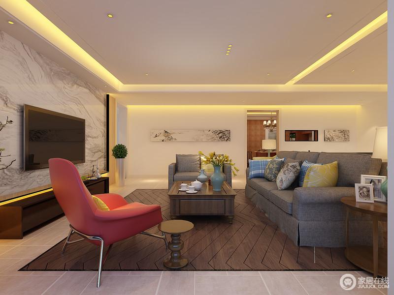 休闲室中以现代美式为主,充满了生活的自在和惬意,让人毫无压抑感;波纹褐木地板厚重中与灰色美式布艺沙发和实木茶几尽显美式艺术的质感和朴拙;红色单椅和俏皮的实木边几是时尚的家居品。