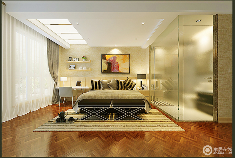 整个卧室线条简洁,功能分区也十分明确,却通过动线做到了利落大气;休闲区的床头柜一直延续到书桌,一体式的设计也增加了储物功能,而床头柜和书桌以对称的形式,装饰出空间的和谐;米色系条纹软装搭配,渲染出了温馨和明快,再加上艺术画做点缀,让一切都归于温馨。