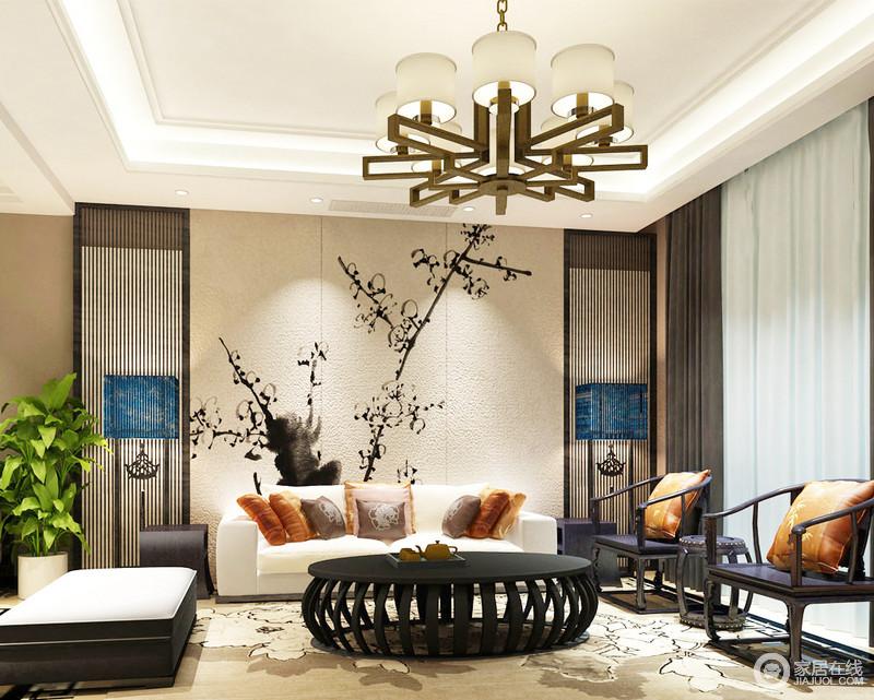 客厅的吊顶因为灯带勾勒变得尤为简明利落,黄铜吊灯装饰,也显得不那么单调;粗粝地背景墙因为墨画装饰,十分文艺,与对称的木楞条的屏风、新中式落地灯,营造了一个文雅的格调;米色布艺沙发搭配中式太师椅和圆几,张扬着新中式的端庄和优雅。