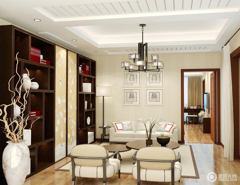 休闲室以米色暗纹壁纸搭配原木地板,渲染空间淡暖与温和,白色板材和灯带打造的吊顶因为新中式铁艺吊灯,既演绎黑白经典之美,又成就了空间中式气息;博古柜内的古器缓解了中性色沙发、地毯的朴素,颇显尊贵,而圆形茶几和新中式落地灯,添置了生活的温情暖意,格外别致。