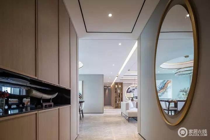 入户处设立了一排柜体,定制得设计给予空间收纳意义,与圆形造型墙的方圆设计延续了东方设计讲究的结构之美,让空间具有东方美感。