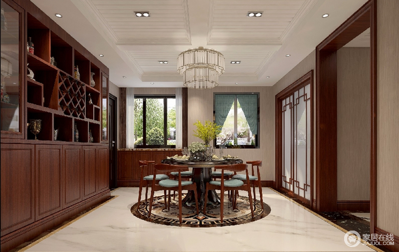 吊灯与餐桌相对,均以圆弧形呈现,既彰显了简约与高雅并存的态度,更可以让味蕾和身心一起沉浸在岁月美好之中。