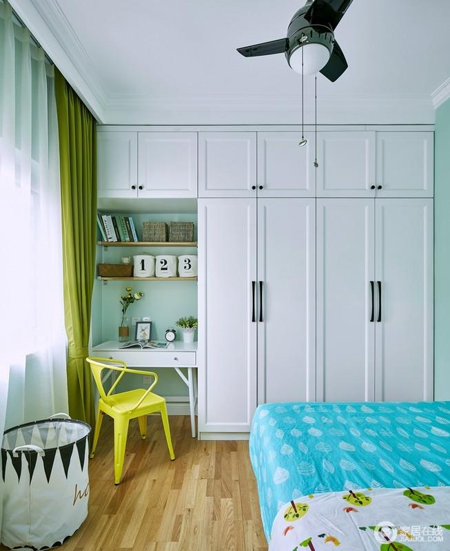 儿童房以柔绿色粉刷墙面,与白色定制得储物柜构成实用、清新组合,而隔出来的学习区看似狭小,却足够实用;草绿色窗帘与柠檬黄椅子,给宝贝一份不一样的清新和活力。