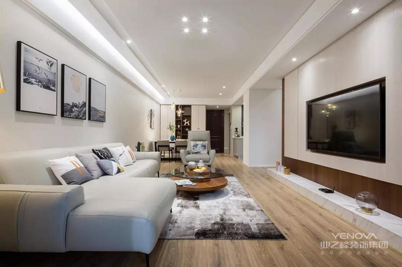 客厅围绕业主的需求与喜好,所有的搭配均趋于清爽温馨的浅色系和亚光质感,呈现出的空间调性也像极了男女业主的气质。