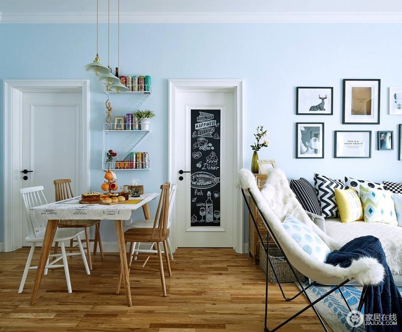 开放式的空间增加了互动性,浅蓝色的空间,安装了白色木门,构成空间色彩之余,门上一张富有情趣的黑板贴,为孩子带来一个专属的画画区。