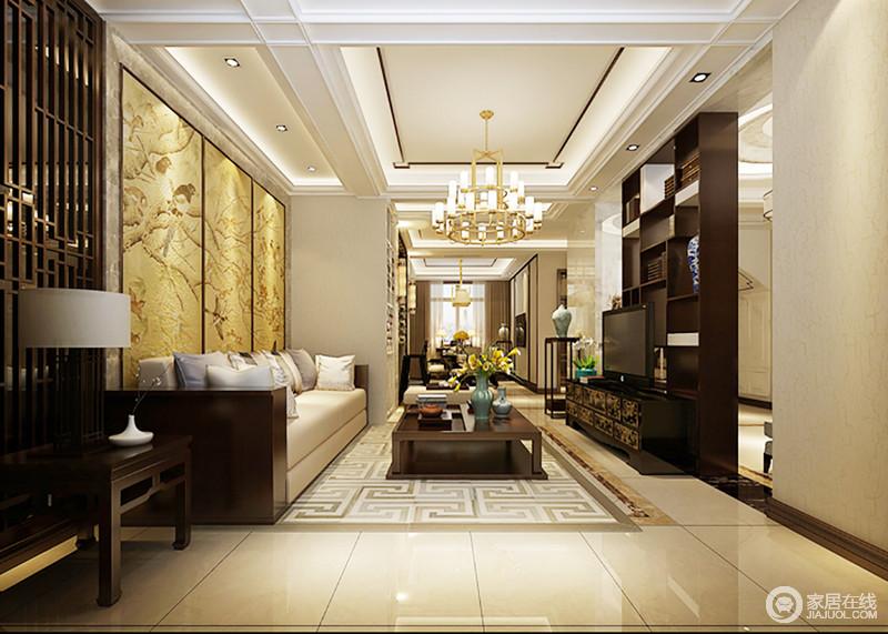 空间将木条装饰在吊顶,并用灯带来强化矩形造型,黄铜水晶灯,渲染出空间的和暖,与整个空间的一景一物调和出了温馨;黄色背景墙上黄韵花鸟图描绘了一副自然生机图,回字纹地毯上的实木茶几搭配木几,反衬中式沙发的柔软,以虚实结合的手法,缔造空间的东方底蕴。