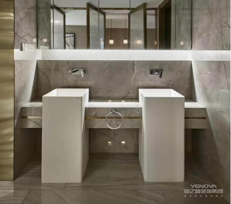 """卫生间区域设计相对简洁,采用干湿隔离的方法,一方面便于打理,保持美观,另一方面,部分水汽也可以被隔离开来,有效延长洗漱设备寿命。现代风格""""以人为本""""的设计理念,在本案设计中充分浸润开来。"""