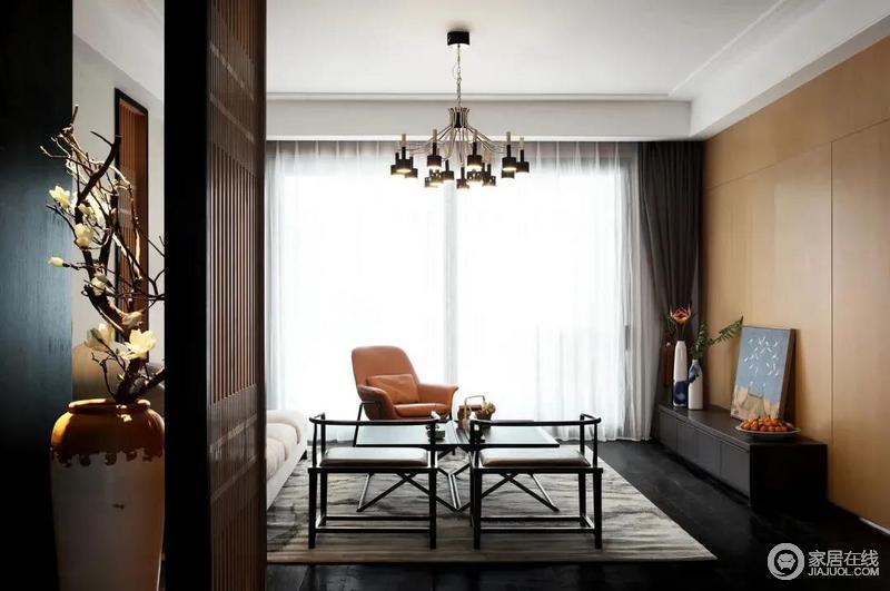 整体空间以现代高级而舒适的氛围,满足主人对生活品质的追求,中式儒雅的家具软装,呈现出一种成熟优雅的端庄空间,禅意而精致大气,新颖的灯具和现代家居衬托得恰到好处。