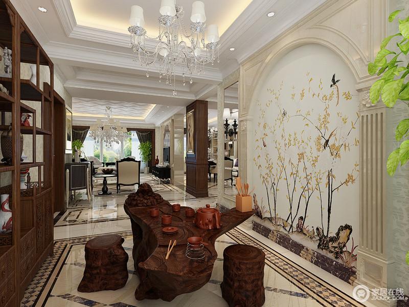 中国庭院向来喜欢以意境来营造氛围,茶室的罗马拱形门洞上绘制花鸟虫草,搭配天然纹理的树雕茶桌凳,在与博古架勾勒的空间里,营造出中式写意的江南宅院氛围。