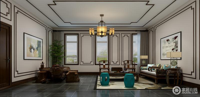 茶室为中式风格,虽然整体空间的线条感极为整洁,但是设计师以褐木条装裱出新中式的轻稳和朴素,并展现了线条之美;灰色仿旧砖铺贴的地面多了中式古朴,与明清时期的实木中式尽显年代感,花卉靠垫与红色坐凳给予空间色彩的同时,与水墨画张扬着中式清幽,可谓沉稳中蕴藏优雅。