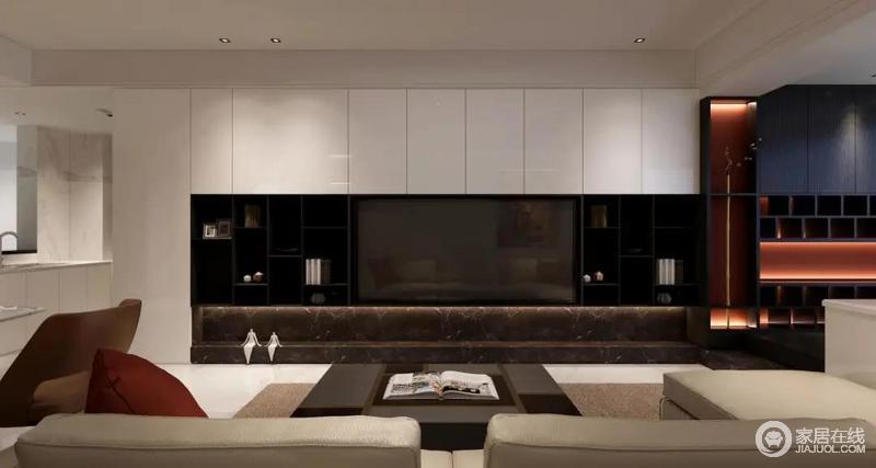 电视墙并不是简单制作背景墙,而是根据需求形状定制柜子,有柜门需求的部分打造白色柜门,想要展示的部分使用黑色格子,黑白错落有致,十分具有层次感。