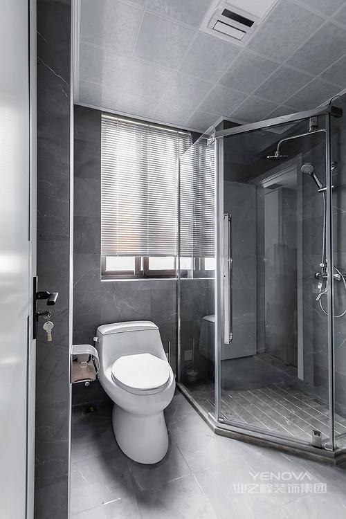 卫生间仍然选用高级灰作为主要色调,大理石纹瓷砖尽显现代摩登风尚,干湿分区的设计解决了打扫的麻烦,而百叶窗的白色无疑让小小的卫生间都和谐了不少。