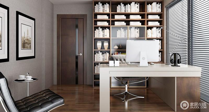 整个书房深灰色壁纸铺贴墙面,奠定了空间沉寂和素雅,百叶窗的设计为空间带来线性之光,多了灵动;几何实木书架解决了收纳,与墙面的挂画组合成就空间的文艺气息,现代黑色单椅和圆几提升了空间的品质。