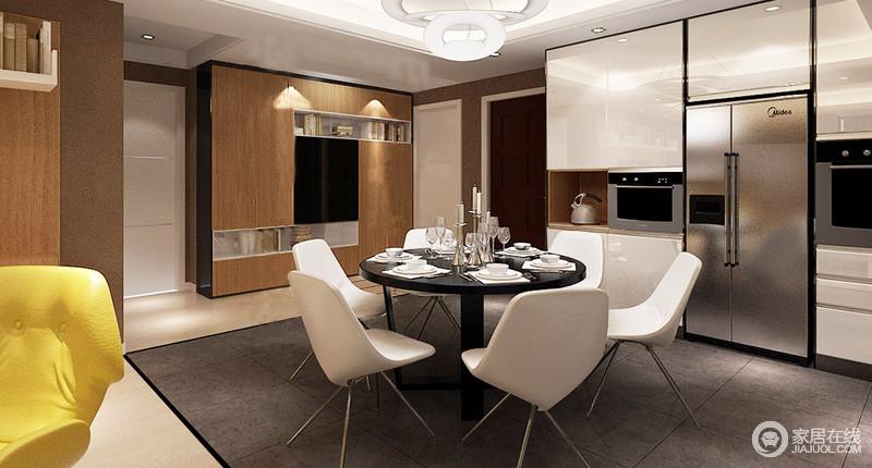 餐厅将储物柜设计成了一面墙, 蒸箱和烤箱等嵌入期间,成就实用之美,也尽显科技生活;深灰色地毯在北欧白色餐椅、圆桌的中,调和出空间的层次,让用餐更有气氛。