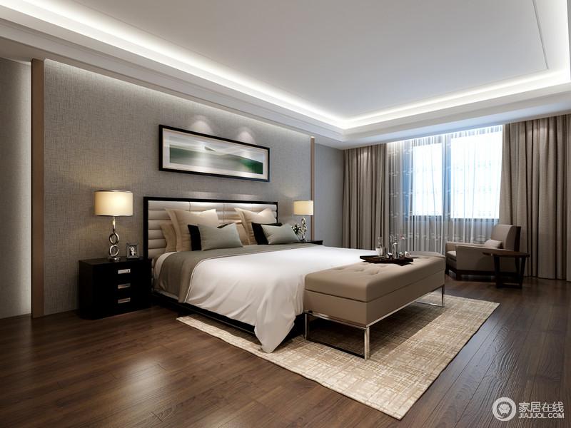 卧室结构方正得体,窗帘垂幔雕饰出典型的现代化气息,射入空间的阳光成为生命之力,让空间清暖洋洋;从驼色扶手沙发、床尾凳的驼色沉到素色地毯及软饰,卧室散发着中性色所具有的独特魅力,沉静中寓于内涵。