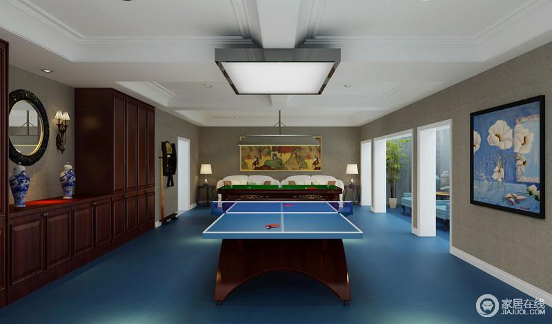 健身房以驼色立面和蓝色地面混搭出别样的自在感,虽然色彩上的搭配并没有什么亮点,但是将不同的艺术容纳进空间,让这个混搭的空间更具个性;美式家具、中式瓷瓶和现代感的沙发,让休闲更闲适。