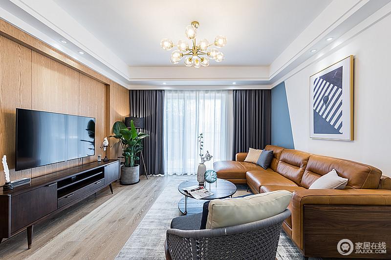 质地柔和的木饰护墙板简单大方,呼应着客厅的棕黄色皮沙发,温雅和煦,有着亮丽婉约的气质;灰色的窗帘和地毯把北欧和现代中的简约精炼的恰如其分,而手编椅映衬着慵懒舒适的沙发,北欧味中增添了几分小资和青葱岁月的浪漫情怀。