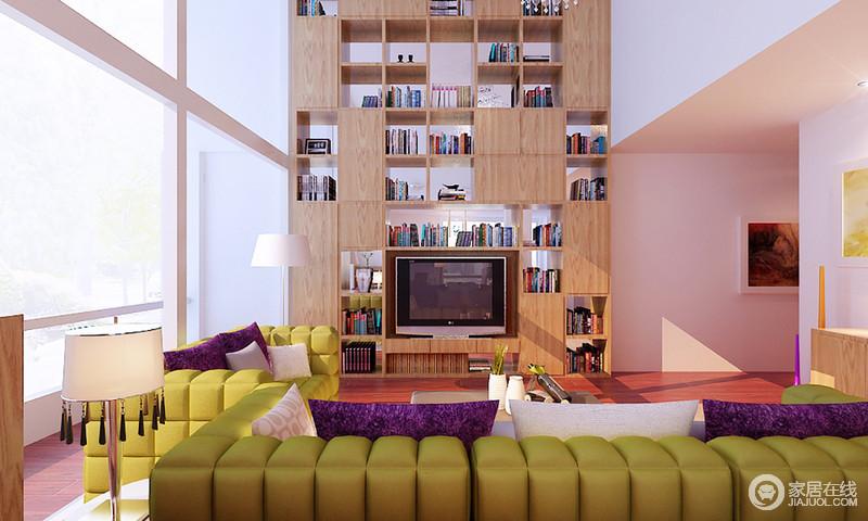 客厅在寻求简洁的同时,背景墙设计成了原木几何书柜,既收纳,又可起到营造生活气氛的作用,一举两得;草绿色沙发够绒软,与原木家具打造了一个自然朴质而又生机的空间。