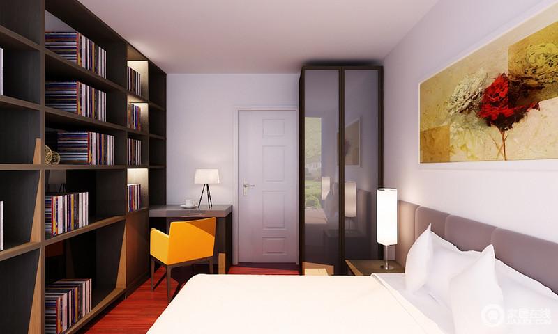 卧室十分利落规整,在白色调的基础上,专门打造了一个胡桃色的木书柜,既收纳书物,又镌刻着文艺气息;橙色椅子与暖白色的灯光交织在一起,赋予空间明媚和暖。