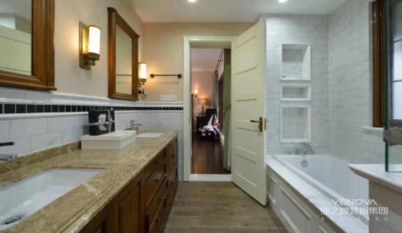 主卫生间长条形的台盆方便多人洗漱
