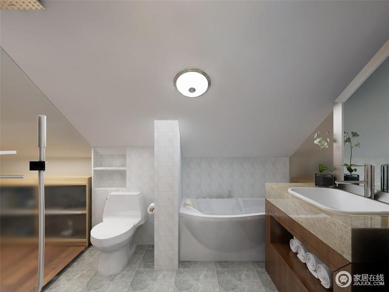 卫生间因为空间建筑结构颇为低矮,锥形的格局以玻璃门做到空间分隔,不显得闭塞;白色小砖搭配青色地砖,以素淡的色调追求空间的干净利落,盥洗柜以土黄色台面成就规整,让盥洗也愈加利落、便捷。
