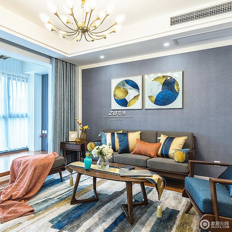 以灰色为主调的空间,选择褐色沙发、蓝色单椅与之组合,并以条纹地毯做到装饰,动静之间,平衡出现代大气;蓝色背景拼画和彩色抱枕,让空间层次感更加分明,低调沉稳,不失端庄优雅的格调。