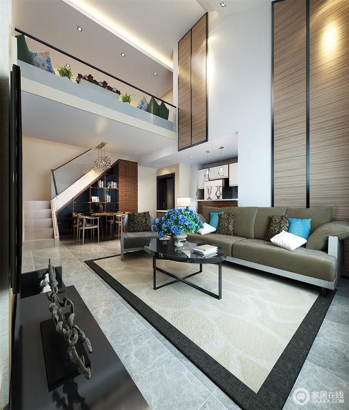空间因为结构而具有原始美,楼梯以玻璃栏杆作装饰,让空间显得通透;餐厅与客厅一体式设计更为和谐,餐厅定制得几何置物柜搭配现代家具,渲染了生活的文艺雅致。