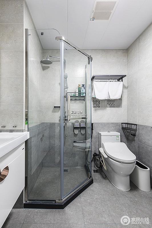 卫生间以简洁实用为主,白色墙砖配灰色地砖,明朗不失温馨,干湿分离的设计,方便舒适也易于后期卫生清理。
