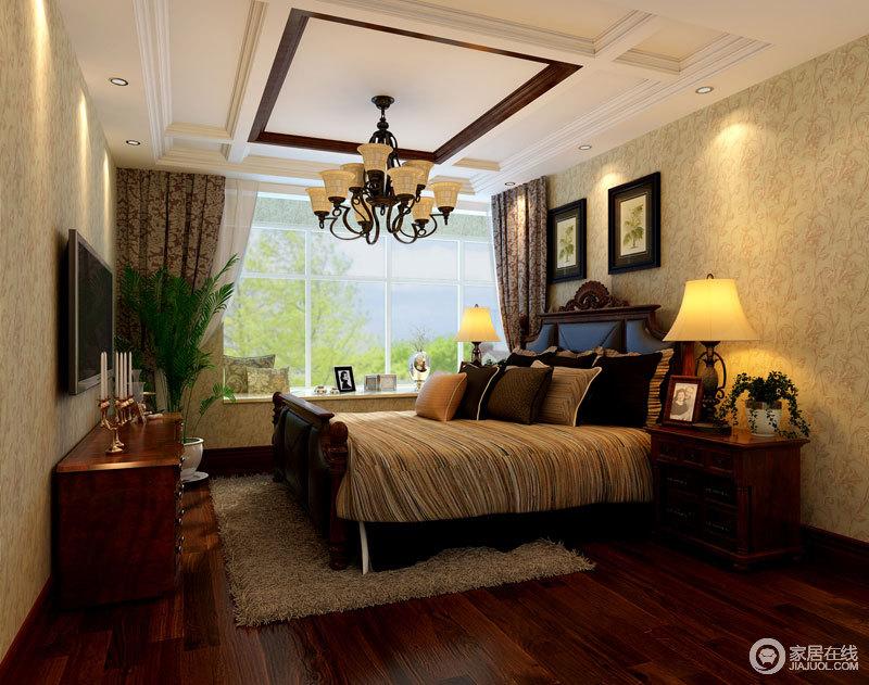 简单的吊顶与壁纸的搭配,彰显大气皇家气息;美式实木家具,搭配复古风的布艺,让整个空间多了份淡淡地美式温馨。