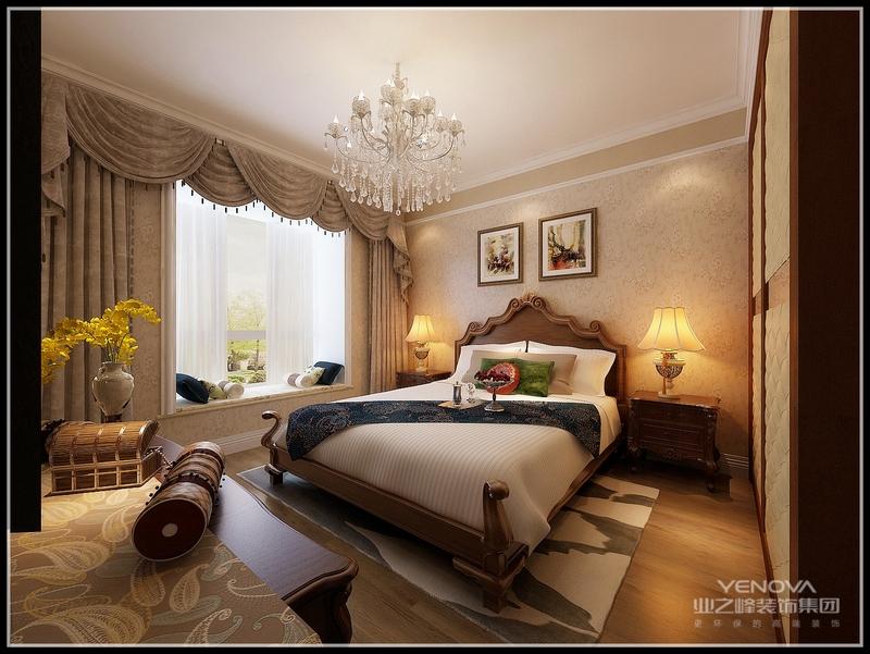 欧式风格的装修一般比较注重对称的空间美感,较为典型的欧式元素为石膏线、装饰柱、壁炉和镜面等,地面一般铺大理石,墙面贴花纹墙纸装饰。室内布局多采用对称的手法,以白、黄、金三色系为主