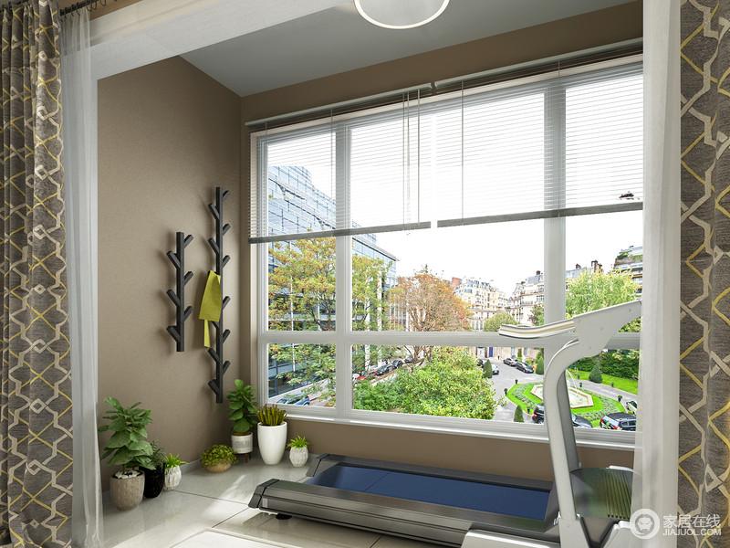 墙面上不仅可以作为绿植墙进行空间的美化,也可以放上挂架,放上毛巾,方便业主运动后使用。窗外的美景陪伴,让健身更加轻松愉快接近自然。
