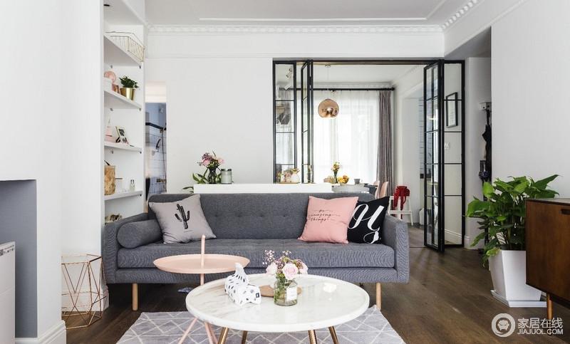 深灰色布艺沙发耐脏好打理,点缀以脏粉色、灰色北欧风靠枕,与边柜上的装饰画一起ins风便扑面而来了。